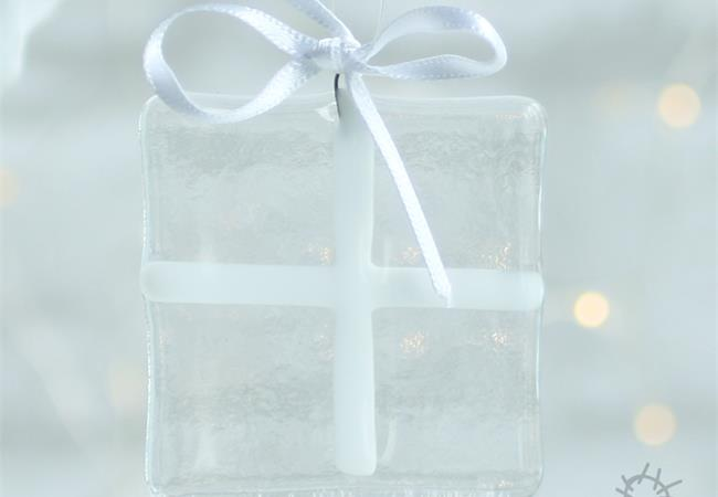 clear glass gift decoration